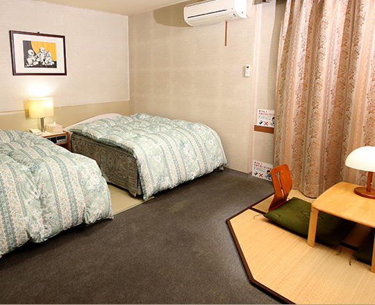 Twin room + tatami sitting area